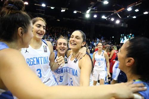 5 Macarena Durso (ARG), 3 Mara Marchizotti (ARG), 12 Ornella Santana (ARG)