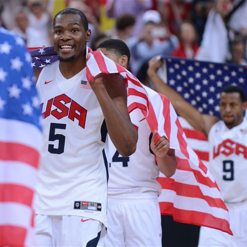 Kevin  DURANT (USA) with national flag