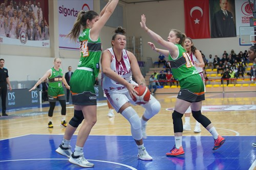 8 Dóra Nagy (GYOR), 15 Reka Dombai (GYOR), 34 Nevena Markovic (GYOR), 18 Hanna Brych (BEOI)