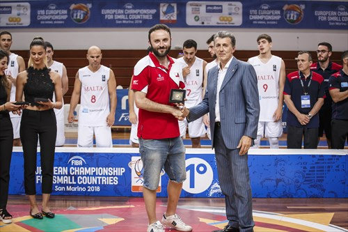 Roberto Berardi (Vice-President San Marino Basketball Federation) congratulates Miguel Ortega (GIB) on his All-Star Five nomination