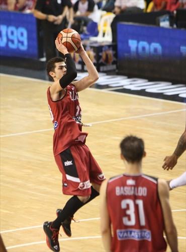 23 Eric Flor (ARG)
