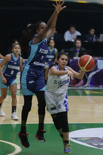 14 Sofia Alfaro (ESA), 11 Blanca Quiñonez (ECU)
