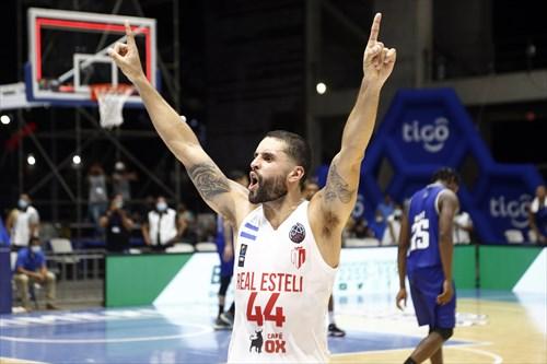 44 Javier Mojica (EST)