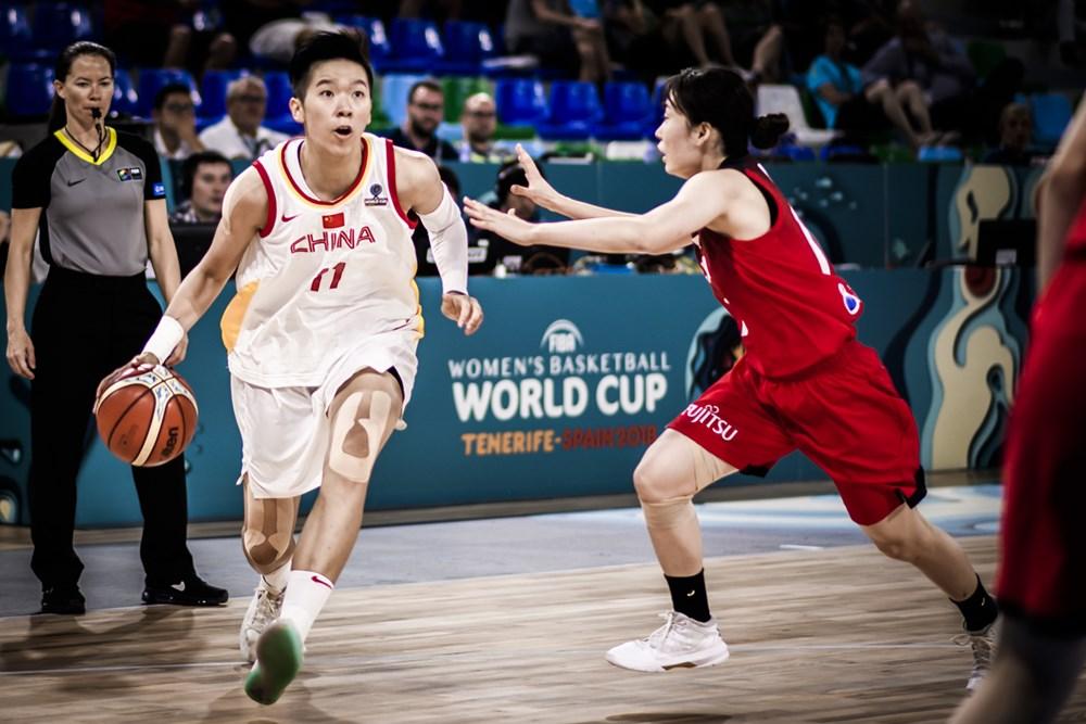 Sijing Huang part en dribble face au Japon