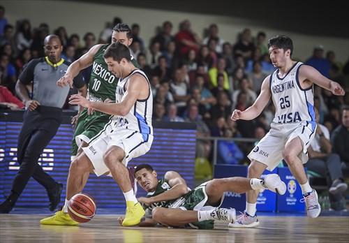 6 Juan Toscano (MEX), 8 Nicolás Laprovittola (ARG)