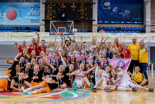 Romania, Poland and Netherland team at the closing ceremony