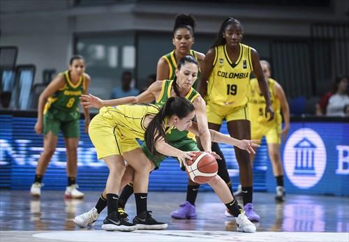 4 Manuela Rios (COL), 7 Patty Teixeira (BRA)