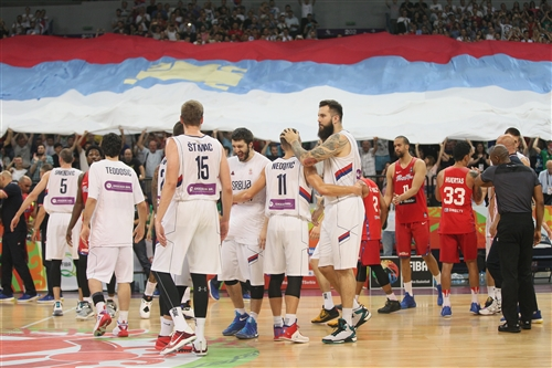 11 Nemanja Nedovic (SRB), 13 Miroslav Raduljica (SRB), 15 Vladimir Stimac (SRB)