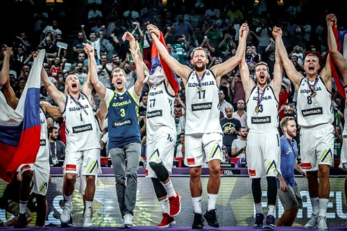 Zoran Dragic joins champions Slovenia on the podium