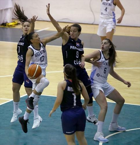 6 Victoria Llorente (ARG), 5 Paola Ferrari (PAR), 13 Debora Gonzalez (ARG)
