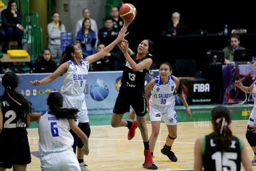 9 Silvia Vega (ESA), 13 Mayra Gil (MEX)