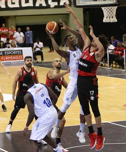 17 Anderson Varejao (FLA), 24 Alexandre Paranhos (MIN)