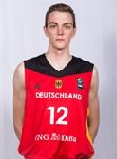 Headshot of Philipp Herkenhoff