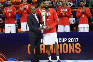 7 Reginald Williams Ii (USA), Usie Richards (President FIBA Americas)