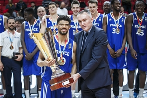 FIBA Executive Director Europe Kamil Novak presents Bathiste Tchouaffe with the trophy