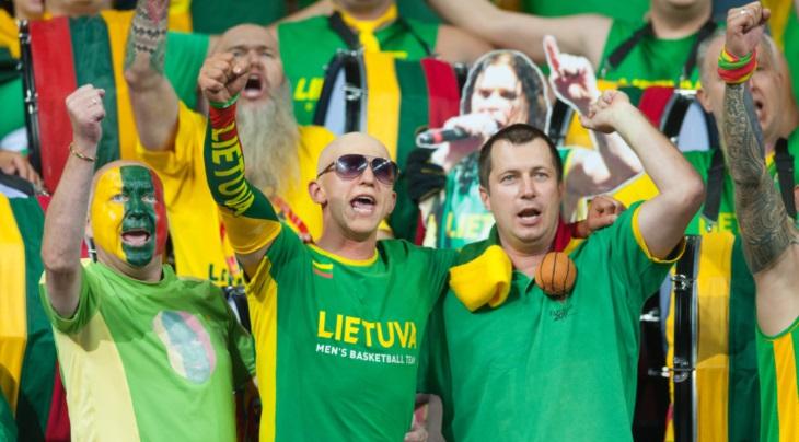 طرفداران تیم بسکتبال لیتوانی