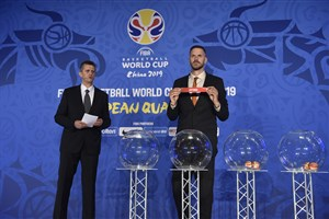 Slovenian basketball legend Bostjan Nachbar assists with the Draw