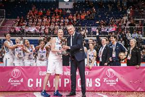 FIBA Executive Director Europe Kamil Novak presents Tatiana Vidmer with the trophy